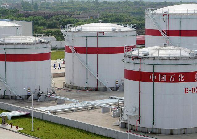خزانات نفطية تابعة لشركة سينوبك