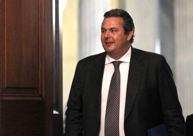 وزير الدفاع اليوناني، بانوس كامينوس