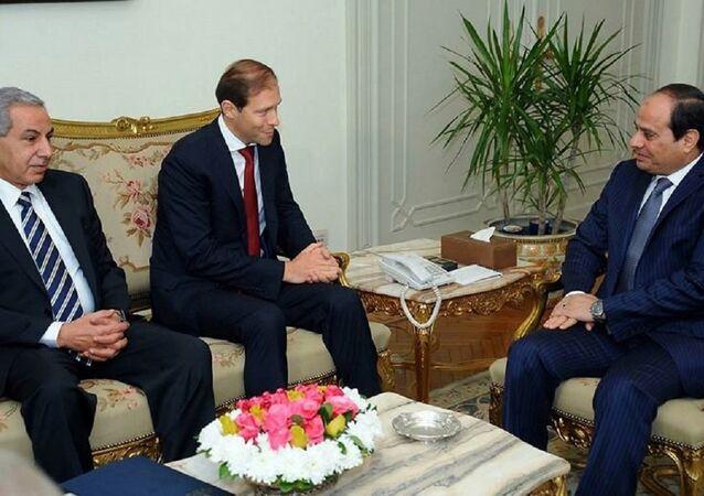 السيسي يستقبل وزير التجارة والصناعة الروسي