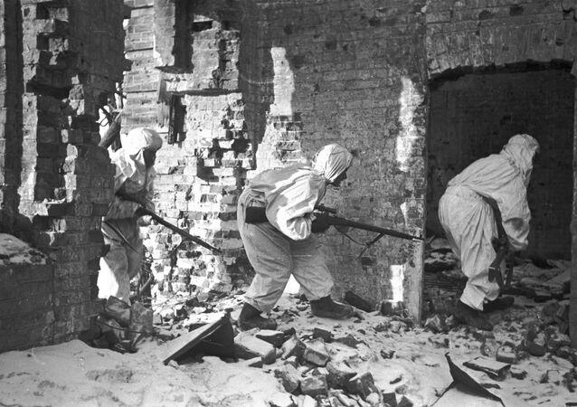 القناصة الروس خلال معركة ستالينغراد