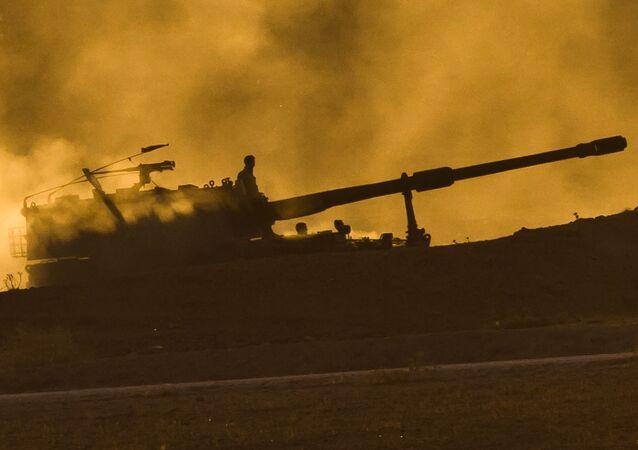 مدفعية الجيش التركي على الحدود التركية السورية