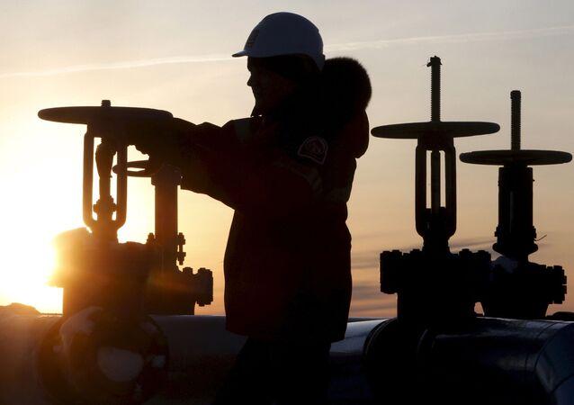 حقل إيميلورسك النفطي