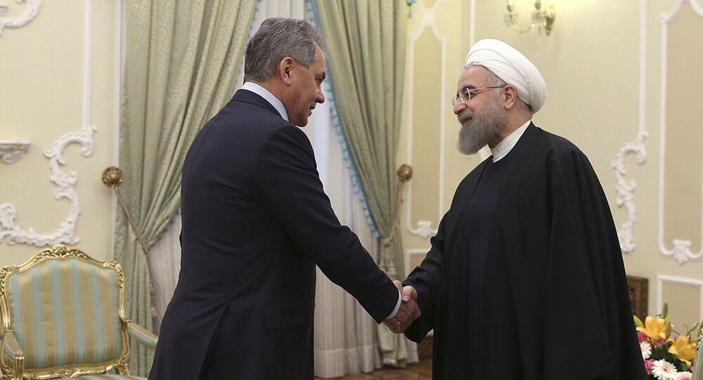 شويغو يلتقي الرئيس الإيراني حسن روحاني في طهران