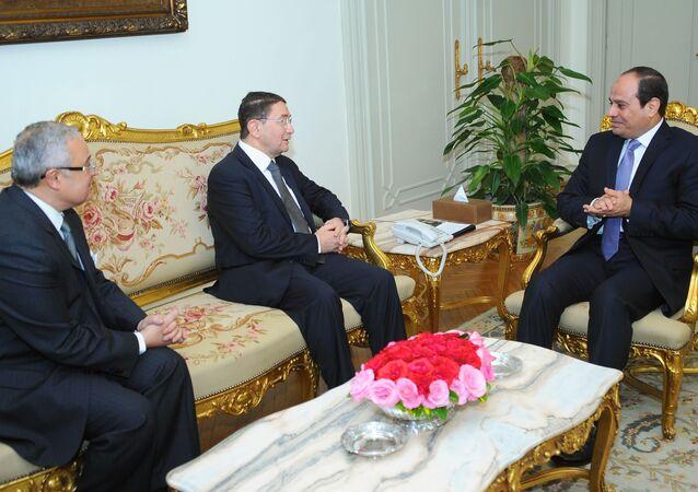 الرئيس المصري و أمين عام منظمة السياحة الدولية