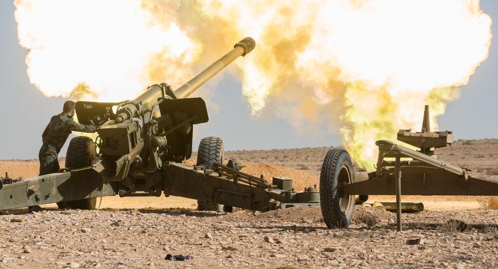 السلاح الثقيل للقوات الجيش العربي السوري يستهدف مواقع تابعة للإرهابيين في مدينة مخين بسوريا.