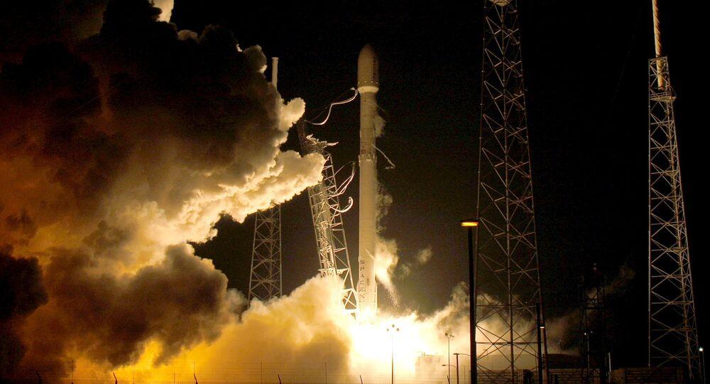صاروخ من طراز فالكون 9