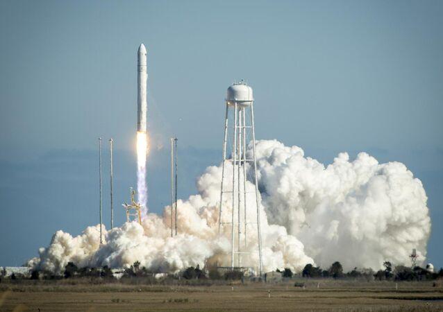 إطلاق صاروخ من نوع أنتاريس