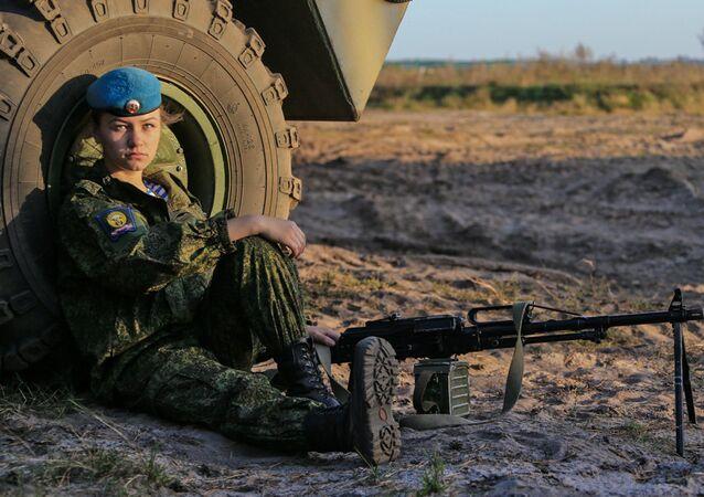 الجمال القاتل: المجندات في قوات الإنزال الجوية الروسية
