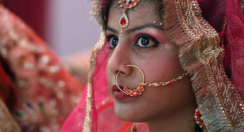 عروس هندية خلال فرح جماعي في نيودلهي