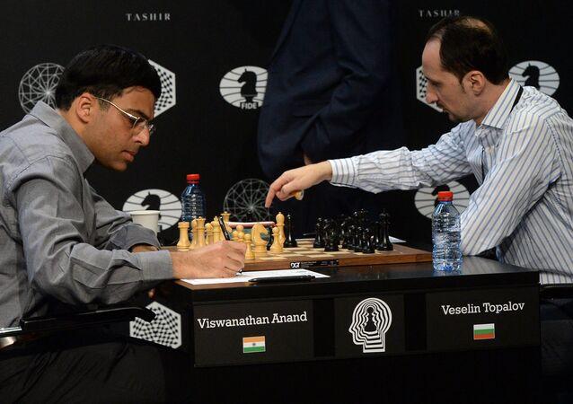 أناند ضد توبالوف في دورة المرشحين في موسكو