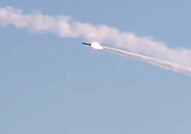 إطلاق صاروخ من غواصة