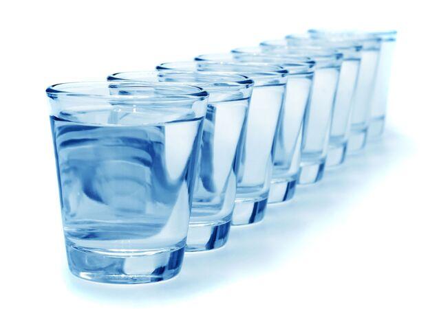 8 أكواب من المياه