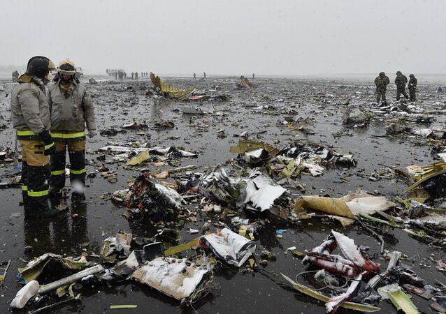 حطام الطائرة الإماراتية المنكوبة في مطار روستوف على الدون