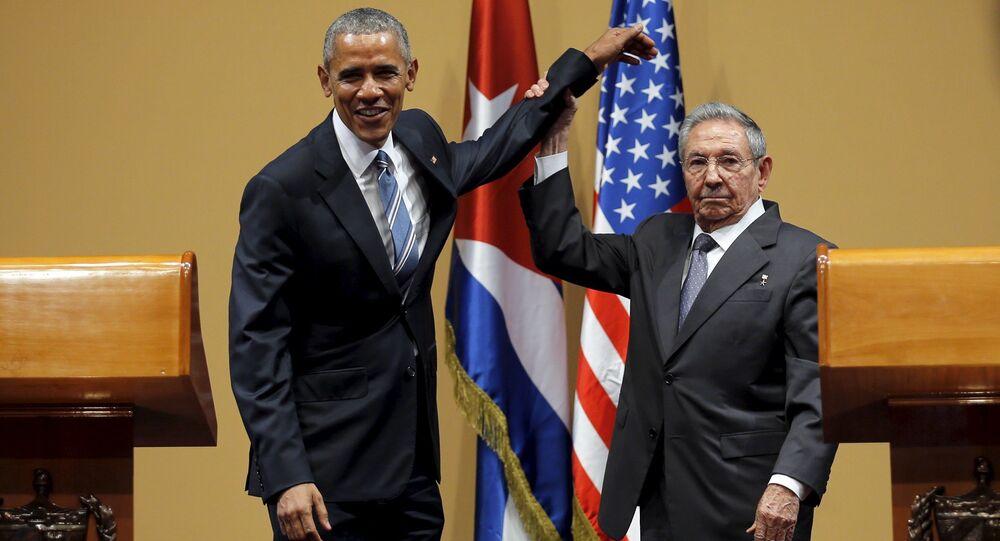 لقاء الرئيس الكوبي راؤول كاسترو والرئيس الأمريكي باراك أوباما
