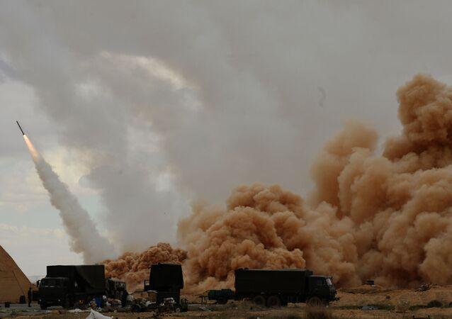 المنظومة الصاروخية أوراغان (العاصفة) لقوات الجيش السوري في تدمر، سوريا.