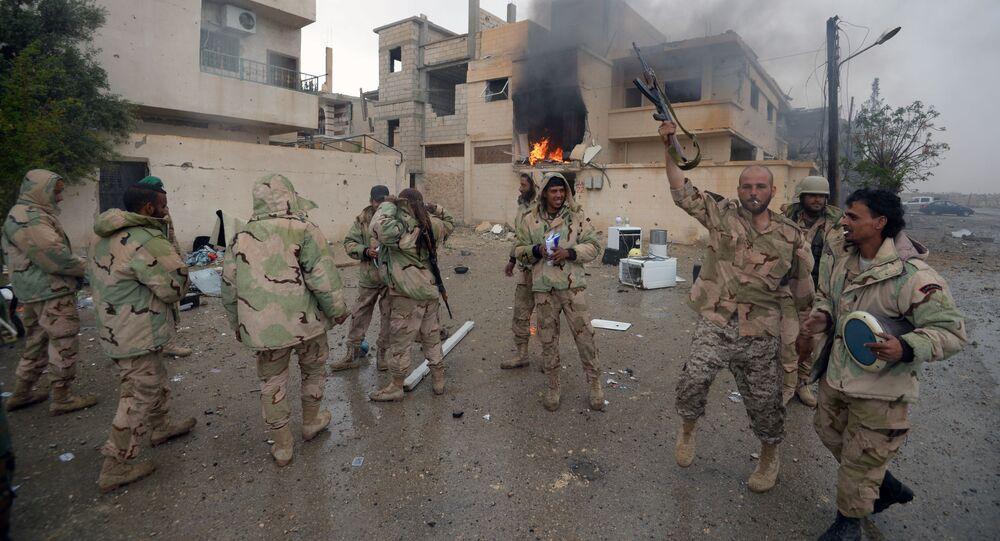 أفراد القوا ت الوطنية صقور الصحراء يفرحون لتحرير تدمر.