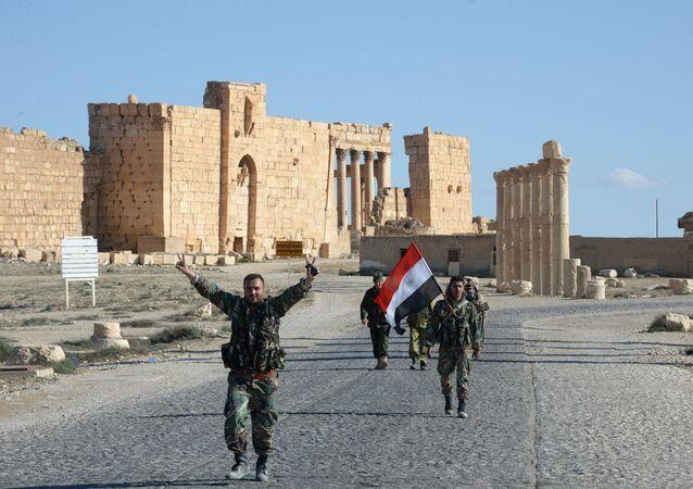 قوات الدفاع الوطني صقور الصحراء السورية بعد تحرير تدمر، سوريا.