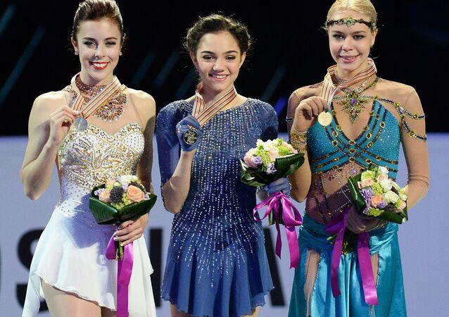 يفغينيا ميدفيديفا بطلة العالم في التزحلق الفني على الجليد