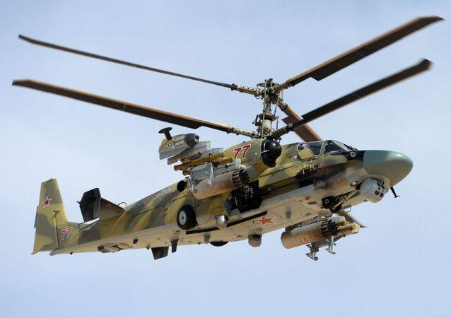 قوات الجيش العربي السوري يستخدمون المروحية الروسية كا-52 أليغاتور خلال العمليات العسكرية لتحرير مدينة القريتين من تنظيم داعش.