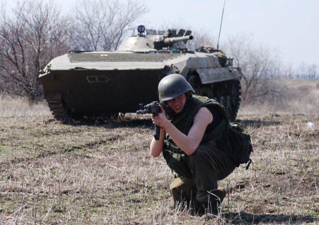 تدريبات وحدات حماية جمهورية دونيتسك الشعبية