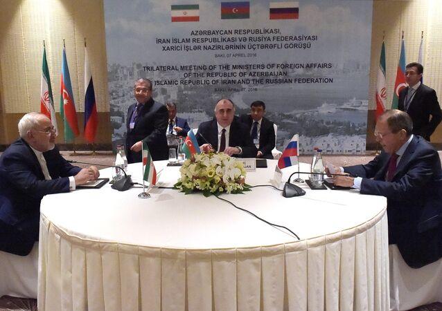 لقاء ثلاثي بين وزراء خارجية روسيا وإيران وأذربيجان في باكو