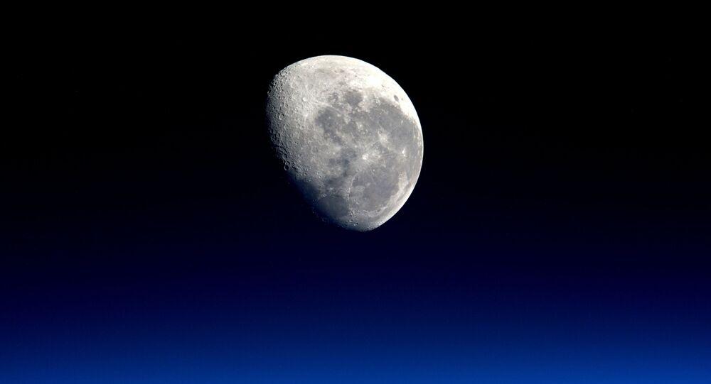 صورة للقمر من رائد فضاء تيم بيك، ناسا، 4 ابريل/ نيسان 2016.