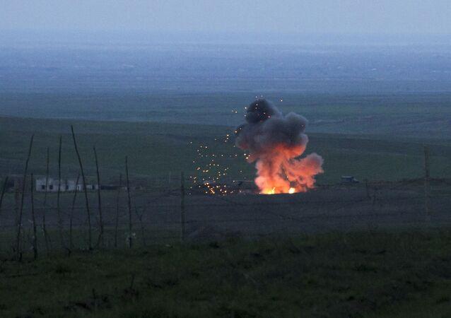 النار  في مكان سقوط طائرة مسيرة أذريجانية في قره باغ
