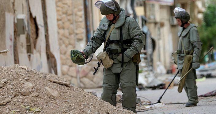 الجيش الروسي يزيل الألغام من مدينة تدمرالأثرية