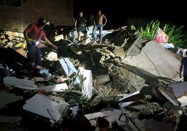 آثار زلزال الإكوادور