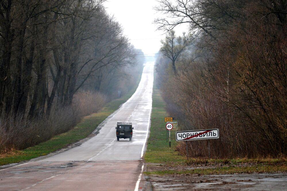 إشارة على الطريق تشير إلى نهاية منطقة تشيرنوبيل