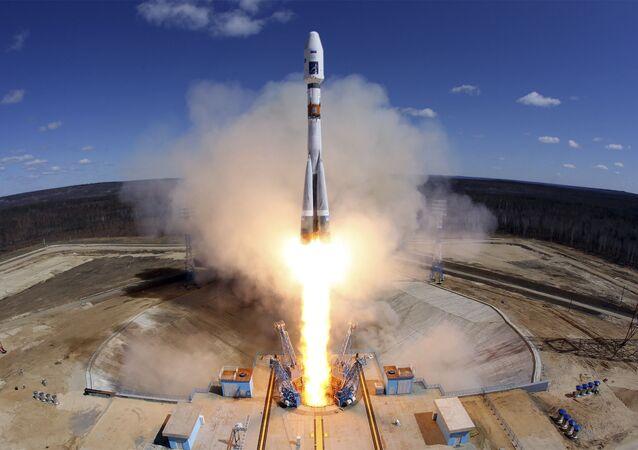 انطلاق صاروخ من قاعدة فوستوتشني