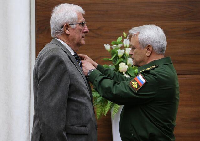أسرة فرنسية تهدي أوسمة تاريخية لعائلة الضابط الروسي الذي قتل في سوريا