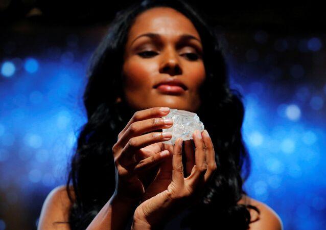 أحد أكبر أحجار الماس في العالم (1109 قراط)، في معرض بمانهاتن في نيويورك، 4 مايو/ آيار 2016.