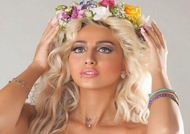 عارضة الأزياء السعودية وزانا