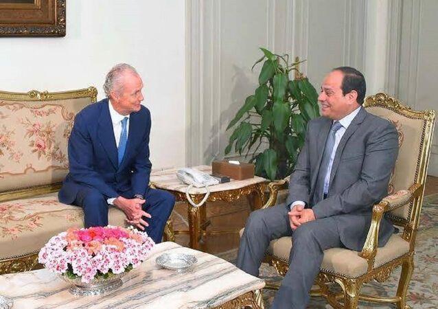 الرئيس المصري  و وزير الدفاع الإسباني
