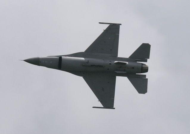 مقاتلة إف-16