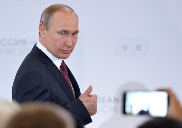 بوتين يلتقي المشاركين في قمة روسيا - آسيان
