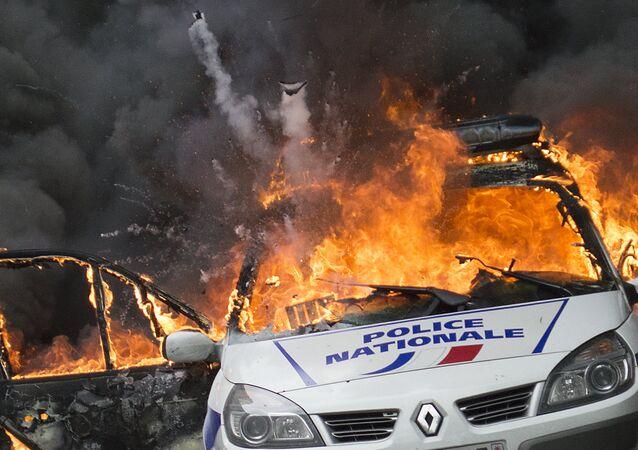 إحراق سيارات في فرنسا