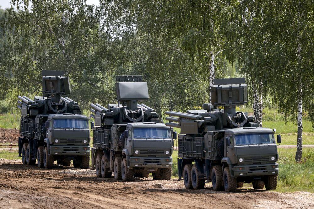 بانتسير -إس نظام دفاع جوي صاروخي- مدفعي خلال المنتدي العسكري التقني أرميا-2015.