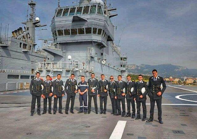 طلاب البحرية المصرية خلال التواجد على الحاملة جمال عبد الناصر