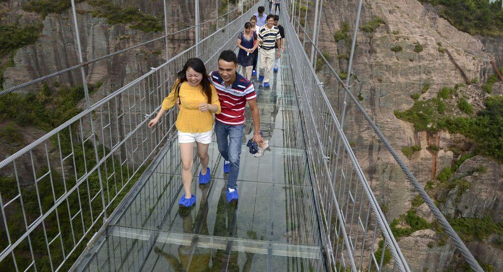 جسر زجاجي في الصين