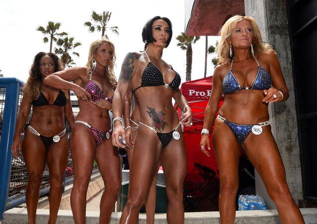 المشاركات في سباق كمال الأجساد في كاليفورنيا، 30 مايو/ آيار 2016.