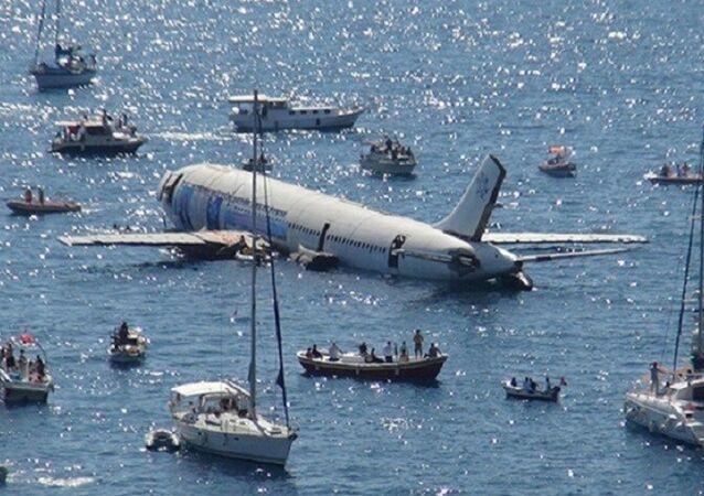 تركيا تغرق طائرة ركاب