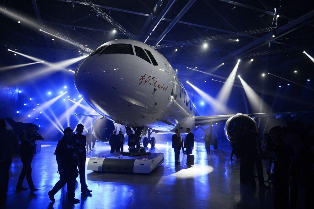 مراسم تقديم الطائرة الجدبدة  МС-21-300 في إركوتسك.