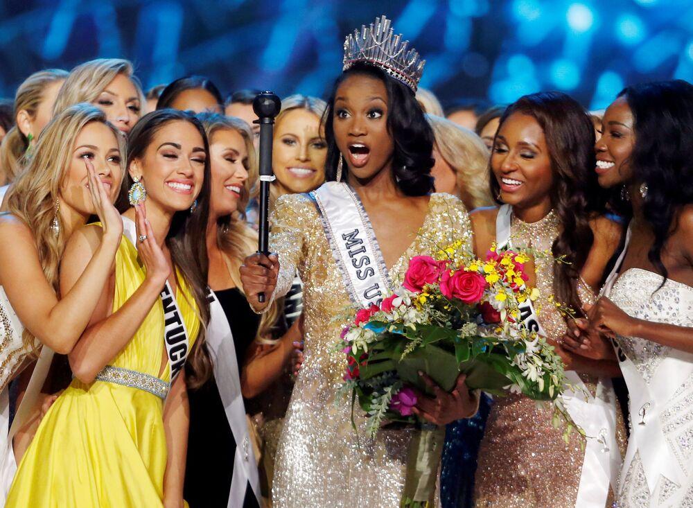 تتويج الأمريكية ديشوانا باربرملكة جمال الولايات المتحدة لعام 2016 في لاس فيغاس، 5 يونيو/ حزيران 2016.