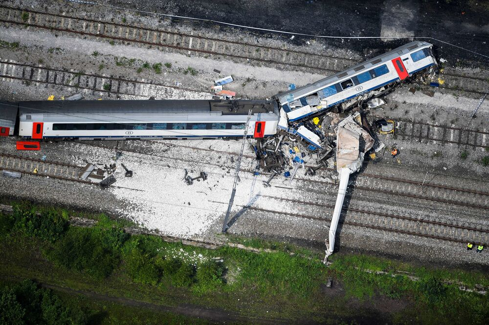 حادث مروع لاصطدام القطارات في طريقهما ما بين مدينتي ليج ونومار في شرق بلجيكا، 6 يونيو/ حزيران 2016.