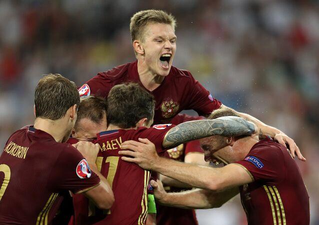 المنتخب الروسي يسجل هدف التعادل في المباراة مع إنجلترا - يورو 2016