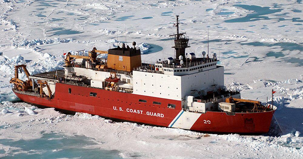 كاسحة الجليد الأمريكية  كوست غارد كاتر هيلي (WAGB-20) حوالي 100 ميل من بارو في ألاسكا، وذلك خلال مهمة بحث علمي.
