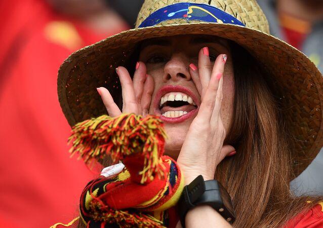 مشجعة من أسبانيا في بطولة يورو-2016 لكرة القدم في فرنسا