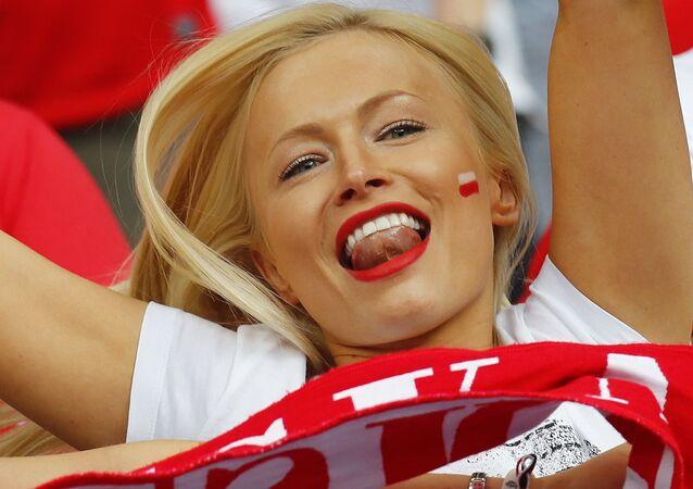 مشجعة من بولندا في بطولة يورو-2016 لكرة القدم في فرنسا
